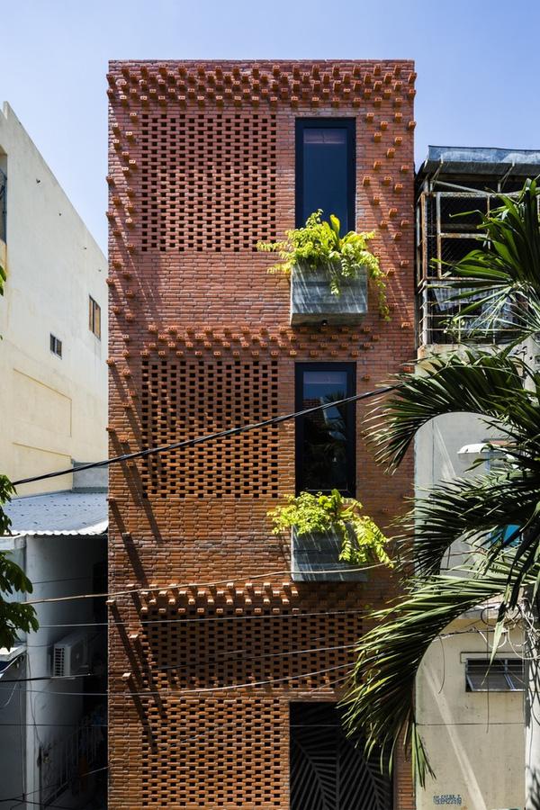 Ngắm nhìn căn nhà ống 3 tầng ấn tượng với cực nhiều cây xanh tại mặt tiền -6