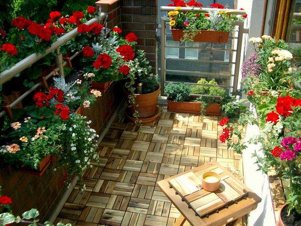 Bí quyết trang trí tiểu cảnh ban công cho mẫu nhà ống 4 tầng đơn giản thành vườn hoa nhỏ